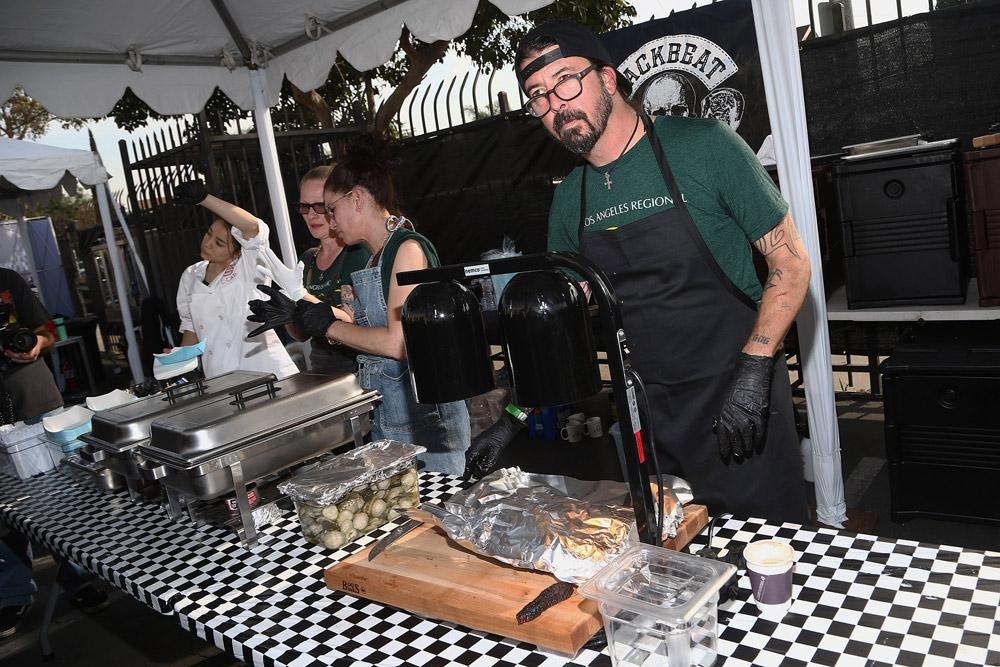 Dave-Grohl-Hero-Grilling