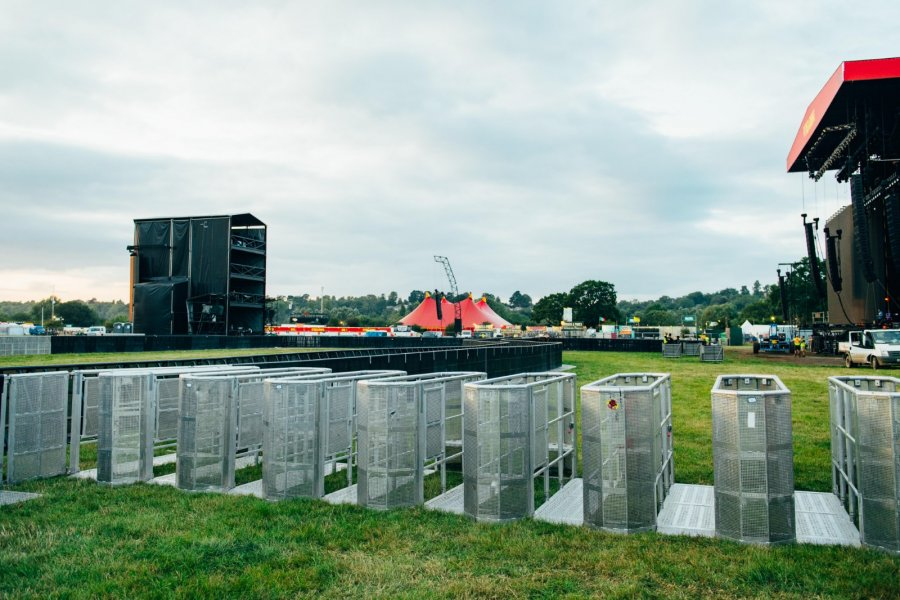Main-Stage-Barrier